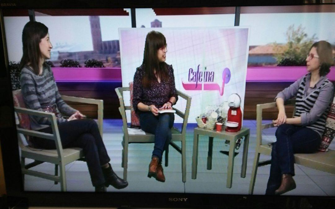 Parlant a TV Lleida sobre Blanca y Elisa